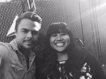 """@DerekHoughNews guess who I met on my birthday?! @derekhough he was soo sweet to everyone who came to see him 😄"" - February 15, 2016 Courtesy gotaspendapenny twitter"