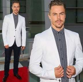 """Huge honor to be presented with the Inspiration Award at the Dizzy Feet Foundation alongside my sis @juleshough . I don't know what to do with my hands like my man Ricky Bobby. #dizzyfeetfoundation #honor #talladeganights"" - September 10, 2016 Courtesy derekhough IG"