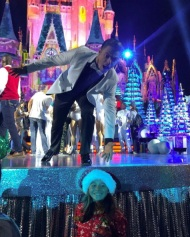"""Thank you @derekhough for taking a picture with me #derekhough #disneyparks #disneyholidaycelebration"" - November 12, 2016 Courtesy madelyn-15 IG"