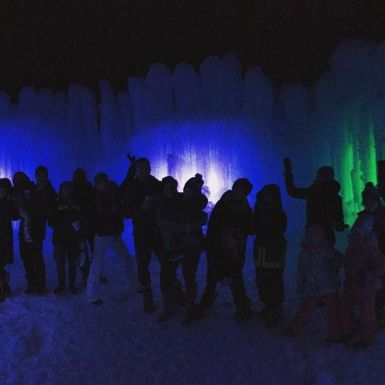 """The whole gang!! #thanksdad #family #midwayicecastles #funtimes"" - December 28, 2016 Courtesy marabethpoole IG"