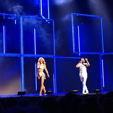 """#incredibleshow #derekhough #juliannehough #movebeyond #movebeyondliveontour #mgmnationalharbor #motionequalsemotion @derekhough @juleshough"" courtesy lindseydee421 ig"