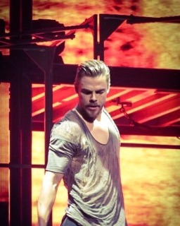 """Derek Hough was on 🔥at Move Beyond last night! @derekhough #derekhough #juliannehough @juleshough #movebeyond #movebeyondliveontour Photo by @elizabethmerck 5/7/17 #concertphotography #showphotography #theatrephotography #photography #dwts #nationalharbor #mgmnationalharbor"" courtesy elizabethmerck ig"