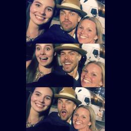"""One more... #Goodnight ✌🏼Met @derekhough and @juleshough after the @moveliveontour tonight! What truly amazing people with the kindest #hearts! #Appreciate them so much for taking the time to #meetandgreet AMAZING show! Go. See. It. #ASAP ♥️ #dreamscometrue #beautifulpeople #motionequalsemotion #autographs #hugs #happygirl #daymade #derekhough #juliannehough #moveliveontour #danceislove #dance #daymaker #bestdayever #movebeyond @ebomber94"" Courtesy sarahkeenpost ig"