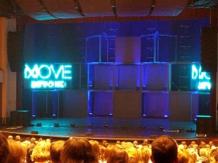 """At Move Beyond and it's AMAZING!!!!! @juliannehough @derekhough You guys are AMAZING!!!!! I LOVE the show so far!!!"" Courtesy @Kimberl66555494 tw"