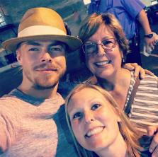 """Thank you @derekhough for always being so kind to your fans! What an incredible show last night! #movebeyond #stlouis #derekhough"" Courtesy tanyap03 ig"
