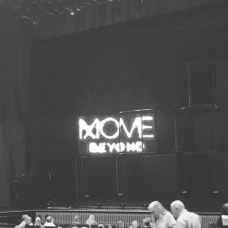 """""""My mom and I at the move beyond tour starring Julianne and Derek Hough. I am so excited!😃😀❤️#movebeyond #lovinglife"""" Courtesy dance_minton ig"""