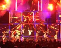"""Such an AMAZING show!!! #movebeyond #sanjose #derekhough #juliannehough @derekhough @juleshough"" Courtesy chrisabas1975 ig"