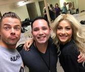 """Hanging back stage in the dressing room with @derekhough and @juleshough, they put on an amazing show so glad to get a chance to hang out and meet them, and see the show very talented!!!!!!! They pretty much can do anything!!!!!!!!! Bravo!!🎉🎉🎉 bravo 👏"" Courtesy donovansur ig"